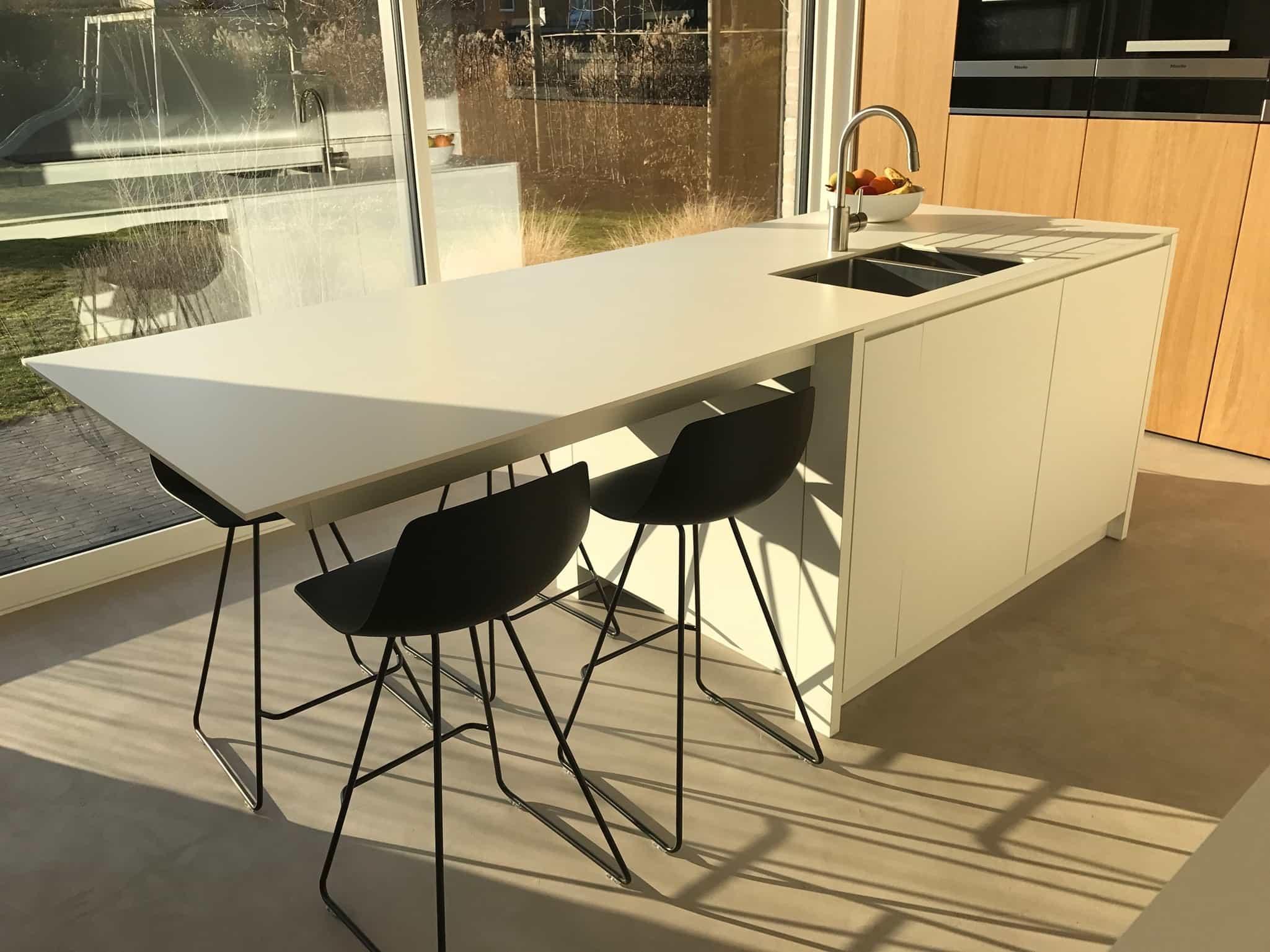Witte Laminaat Keuken : Strakke keuken u eik fineer u wit laminaat u destelbergen dl